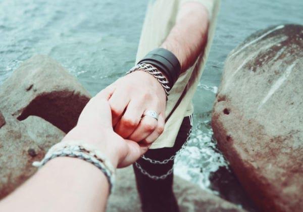 Le 25 più belle frasi di Coez (d'amore e non solo)