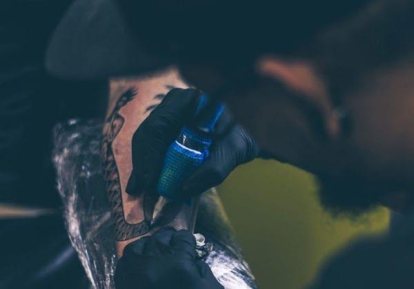 Frasi per tatuaggi in inglese: le 85 più belle e significative (con traduzione)