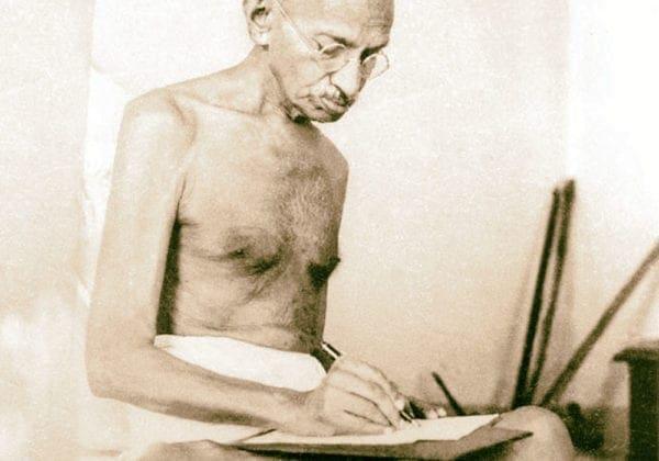 Frasi di Gandhi in Inglese: le 25 più belle e profonde (con traduzione)