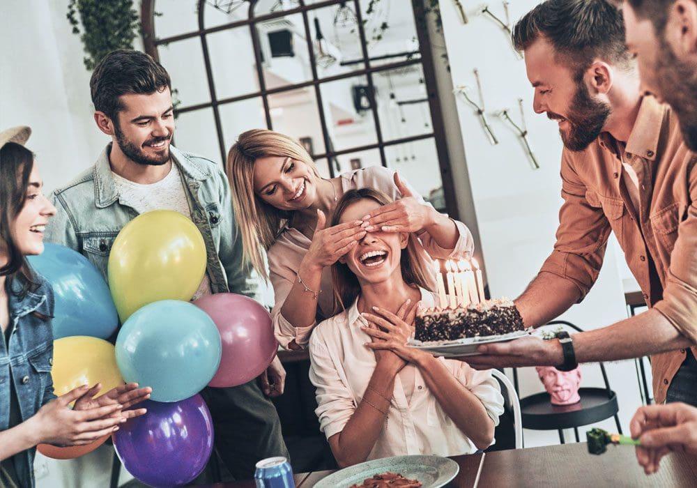 Auguri Di Compleanno Le 100 Frasi Più Belle Speciali Divertenti E