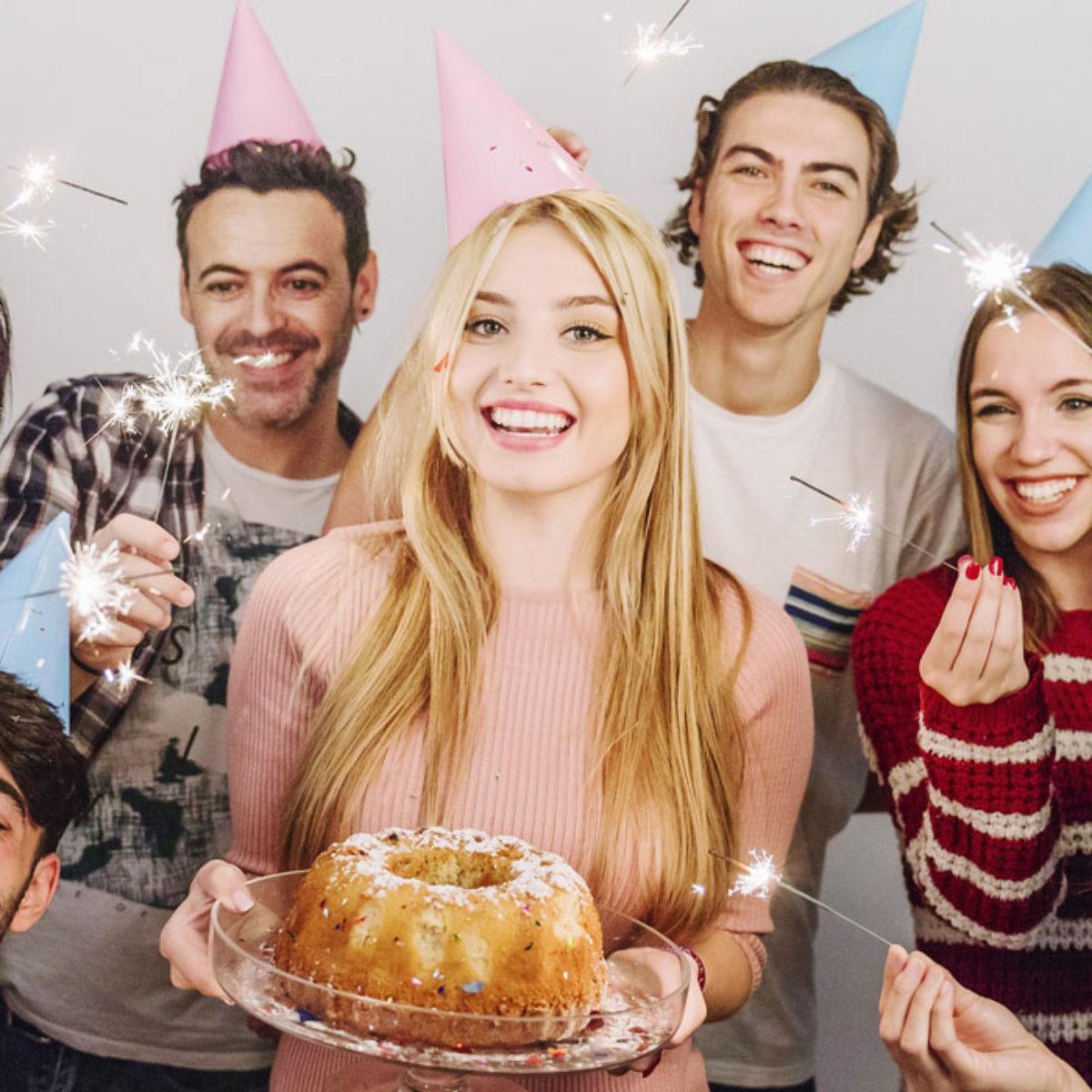 Frasi Sulla Torta Di Compleanno.Frasi Di Auguri Di Buon Compleanno Per I 30 Anni Le 45 Piu Belle